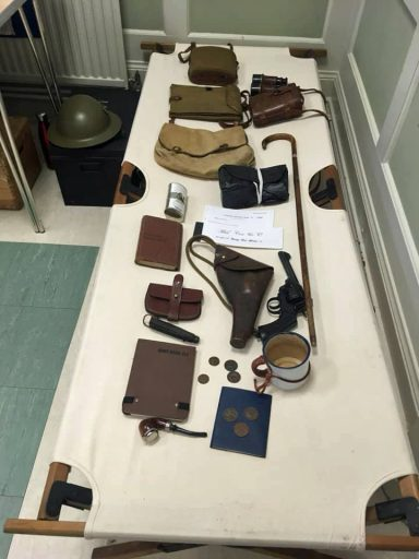 Display of a WW1 Officers kit